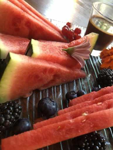 Fruta de temporada con chocolate-min